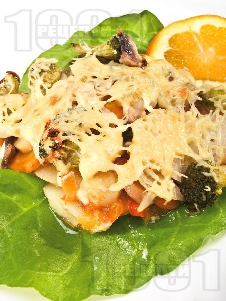 Задушени зеленчуци (броколи, моркови, картофи, тиквички, гъби) с кашкавал на фурна - снимка на рецептата